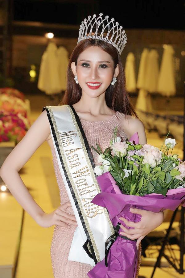 Người đẹp Chi Nguyễn sinh năm 1990 và giành vương miện Miss Asia World 2018. Côcòn đoạt thêm giải phụ Thí sinh tài năng với phần trình diễn ảo thuật.