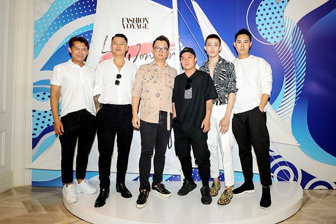 Để chuẩn bị cho Fashion Voyage 2 diễn ra thành công, thuận lợi, đạo diễn Long Kan và các nhà thiết kế đã tổ chức buổi model casting và chọn ra những gương mặt sáng giá đồng hành.