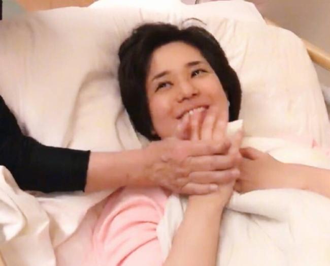 Hình ảnh ngôi sao Nhậttrước khi lâm bồn.  Aoi Sora là diễn viên phim khiêu dâm nổi tiếng Nhật Bản. Sau khi từ giã quá khứ đóng phim người lớn, cô chuyển hưởng sang thị trường Trung Quốc và đóng phim chính thống, tham gia sự kiện... Côkết hôn đầu năm 2018 với một DJ, sau đó hơn nửa năm, cô có thai.