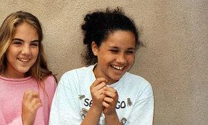 Thời thơ ấu rộn tiếng cười bên bạn bè của Meghan