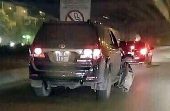Xe biển xanh gây tai nạn rồi bỏ chạy trên đường Nguyễn Xiển. Ảnh: Hưng Nguyên
