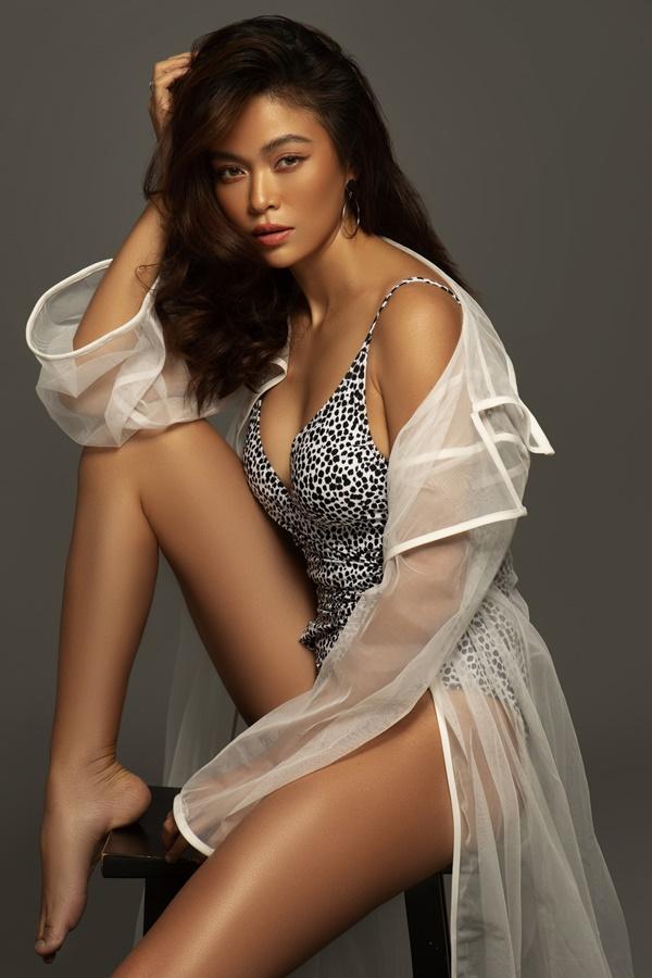 Mâu Thủy khoe hình thể với bikini trong bộ ảnh mới. bikini trong loạt ảnh mới. Người đẹp cao 1,79m, số đo 84 -62-94.