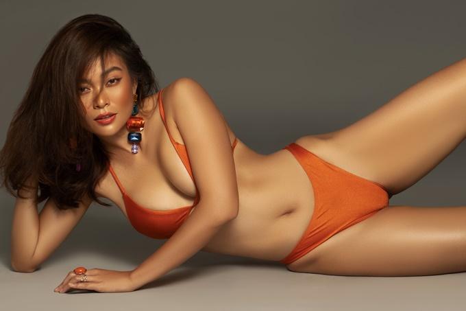 Gam màu cam bắt mắt phù hợp với trang phục đi biển vào mùa hè năm nay.