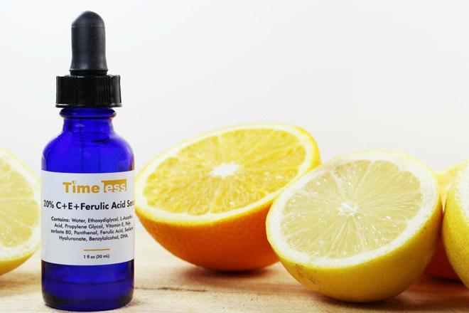 Serum chứa vitamin C Vitamin C giúp chống nắng, làm đều màu da, giúp da rạng rỡ, hồng hào hơn. Sử dụng tinh chất chứa vitamin C vào buổi tối giúp làm mờ các vết thâm do mụn để lại.