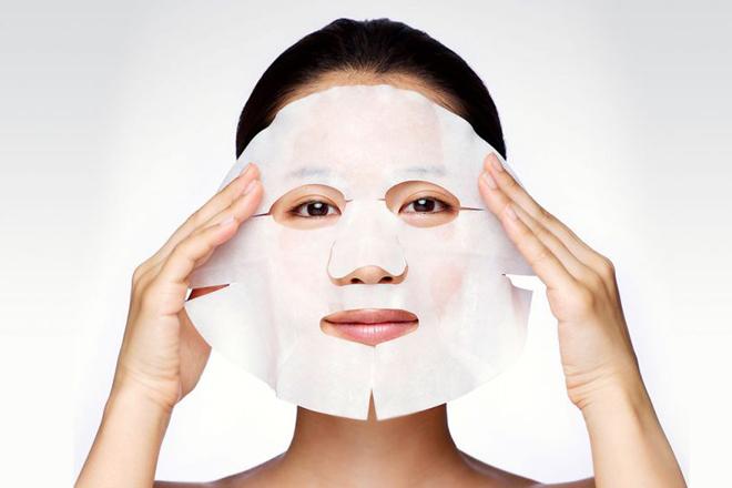 Mặt nạ giấy Mặt nạ giấy giúp tăng cường dưỡng chất, cung cấp độ ẩm và thư giãn da. Nên sử dụng mặt nạ giấy 2 - 3 lần mỗi tuần để da được phục hồi tối đa.