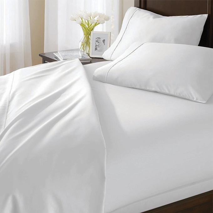Bộ drap vải trắng trơn Hàn Quốc 100% cotton Satin 160cm x 200cm và cặp gối 50cm x 70cm. Sản phẩm làm từ chất liệu sợi bông thiên nhiên, không xù lông, chất vải thoáng mát, màu trắng mát mắt.