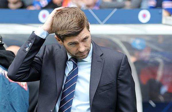 HLV Gerrard, cựu danh thủ Anh, phiền lòng khi các học trò thiếu kỷ luật, nhận nhiều thẻ đỏ trong mùa giải.