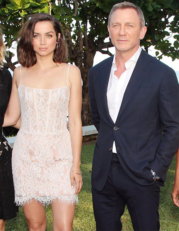 Ana de Armas vừa có buổi ra mắt cùng Daniel Craig và dàn diễn viên Bond 25 vào tuần trước. Người đẹp 31 tuổi gây ấn tượng với vóc dáng gợi cảm trong bộ đầm ren và gương mặt Latin xinh đẹp.