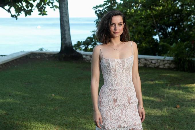 Vốn là fan của loạt phim về điệp viên 007 nên Ana rất vui sướng khi được trở thành người tình mới của James Bond và là Bond girl thứ 76 trong lịch sử điện ảnh. Người đẹp Cuba gây bất ngờ khi tiết lộ rằng cho đến năm 2012, cô mới được xem bộ phim Bond đầu tiên là Skyfall vì loạt phim này không được trình chiếu ở quê hương Cuba.