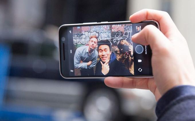 Lý do camera tự sướng trên smartphone chưa được đầu tư mạnh như camera sau