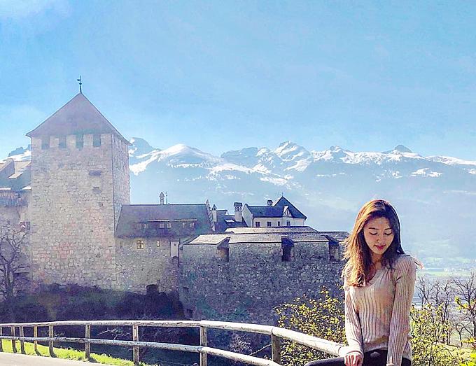 Cuộc sống ăn chơi du lịch của nàng Á hậu trước khi ly hôn tỷ phú sòng bài - 1