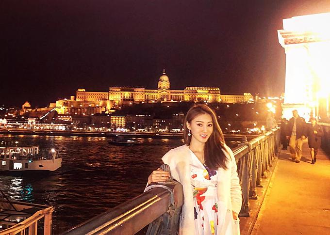 Cuộc sống ăn chơi du lịch của nàng Á hậu trước khi ly hôn tỷ phú sòng bài - 8