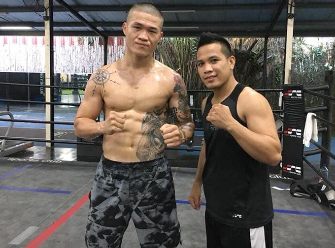Trương Đình Hoàng (trái) nhiều lần lỡ dở công việc vì tập luyện chuẩn bị cho trận đấu với Flores nhưng trận đấu không diễn ra đúng hẹn. Ảnh: FB.