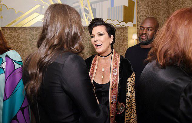 Corey đã gắn bó với mẹ Kim 4 năm nay sau khi chồng bà - ông Bruce Jenner - quyết định ly hôn để chuyển đổi giới tính vào năm 2015. Người tình trẻ không chỉ bầu bạn mà còn như một vệ sĩ của bà Kris - người đang sở hữu khối tài sản khoảng 60 triệu USD (gần 1.400 tỷ đồng).