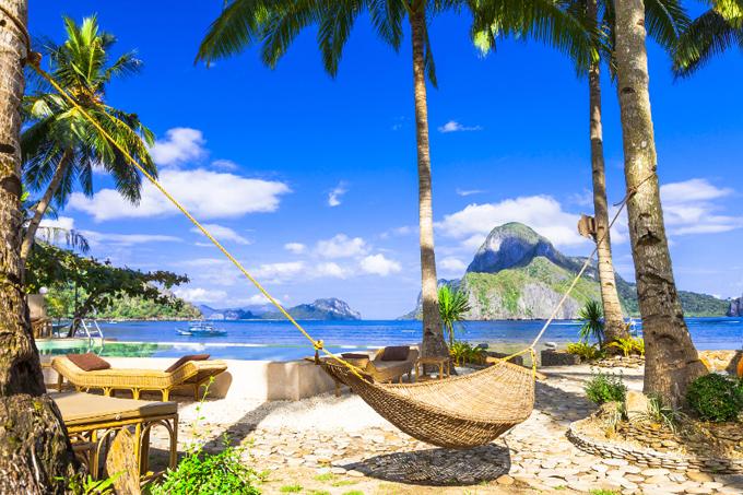 Đảo Banwa không khai thác thương mại như mở tour tham quan cho khách ngoài mà hoàn toàn chỉ phục vụ cho những người chọn dịch vụ lưu trú ở đây, đảm bảo tính riêng tư tuyệt đối. Đây là điều được hầu hết các khu nghỉ cao cấp quan tâm tới. Đặc biệt, công suất tối đa phục vụ khách ở đảo Banwa chỉ là 48 người.