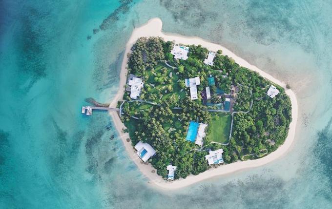 Hòn đảotư nhân Banwa Private Island ở ngoài khơi Philippines vừa khai trương đã trở thành khu nghỉ dưỡng đắt giá nhất hành tinh, với mức giá thuê 100.000 USD mỗi đêm nhưng du khách phải thuê ít nhất 3 đêm. Vì vậy, mỗi lần tới đây, mỗi nhóm khách phải chi trả theo combo, tương đương khoảng 7 tỷ đồng. Mức giá khiến nhiều người choáng váng và không khỏi tò mò xem bên trong resort siêu sang trọng này ẩn chứanhững gì.