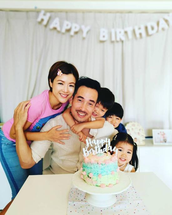Vợ chồng Trần Hào và các con.