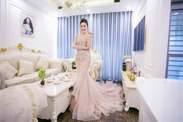 Căn hộ tọa lạc tại trung tâm Phú Mỹ Hưng quận 7, tính cả nội thất, không gian sống của hoa hậu có giá trị đến 10 tỷ đồng.