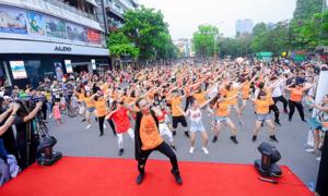 Hơn 1.000 người nhảy flashmob tại sự kiện 'Abaila - Vũ điệu đam mê' của Moist Diane