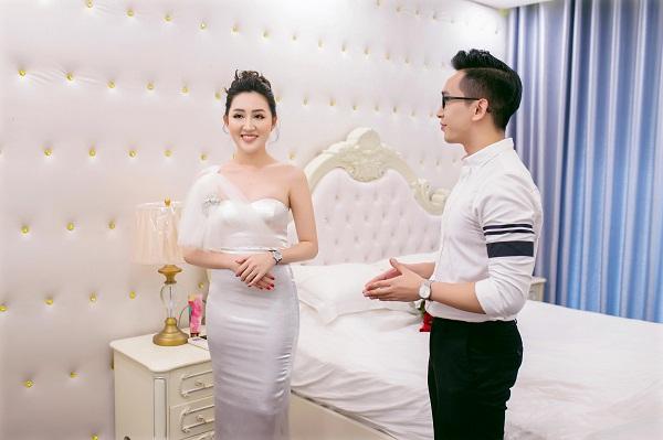 Sau thời gian du học ngành quản trị kinh doanh tại Mỹ, Huỳnh Thúy Anh trở về Việt Nam kinh doanh bất động sản. Cô cho biết đã có nhà, xe và nhiều căn hộ cho thuê kinh doanh.
