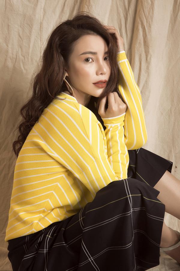 Bộ ảnh được thực hiện với sự hỗ trợ của nhiếp ảnh Lê Thiện Viễn, trang điểm Ngọc Duy  Photo stylist Travis Nguyen.