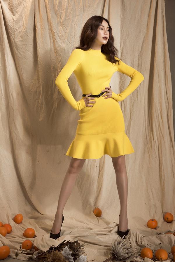Váy ôm sát body với nhiều tôn màu rực rỡ được người đẹp lựa chọn để khoe dáng chuẩn và giúp mình tươi trẻ với xu hướng thời trang hè.