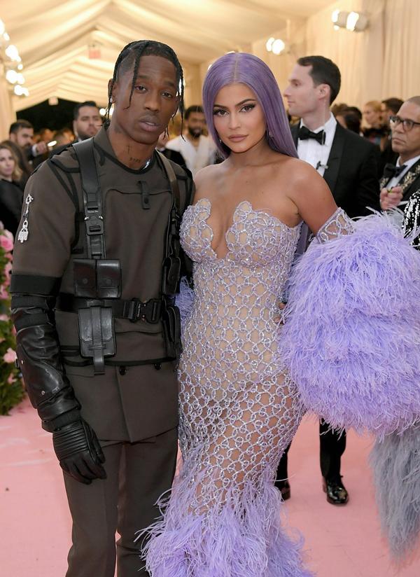 Kylie - nữ tỷ phú tự thân trẻ nhất thế giới - kiêu sa bên bạn trai, rapper Travis Scott.