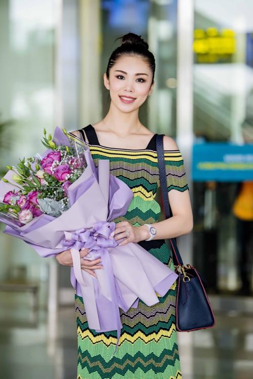 12 năm sau khi đăng quang Hoa hậu Hoàn vũ Thế giới, Riyo Mori vẫn duy trì sắc đẹp không tuổi. Bí quyết của Hoa hậu Riyo Mori gói gọn trong chai Program 30. Người đẹp bật mí,đây là sản phẩm ưa thíchtrong và sau những chuyến công tác vòng quanh thế giới. Tại Nhật Bản, Program 30 cũng là sản phẩm được nhiều cô nàng tin dùng để duy trìlàn da trong trẻo. Sau 30 ngày sử dụng, bạn có thể cảm nhận rõ rệt làn dakhoẻ lên từng ngày và căng bóng rạng rỡ hơn nhiều, Hoa hậu Mori cho biết.