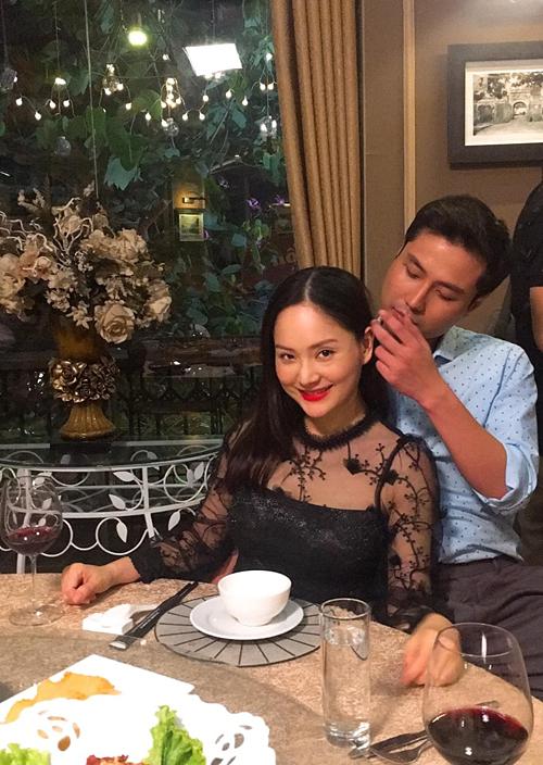 Lan Phương đăng ảnh tình tứ bên bạn diễn trong phim Nàng dâu order nhưng vẫn sợ ông xã ghen. Nữ diễn viên viết: Đã tốn tiền mua một thỏi sonđắt đỏ thì nhất định phải tìm được một chàng trai xứng đáng để yêu. Thật may là cả Lam Lam và Phương đều có cả hai thứ đó.