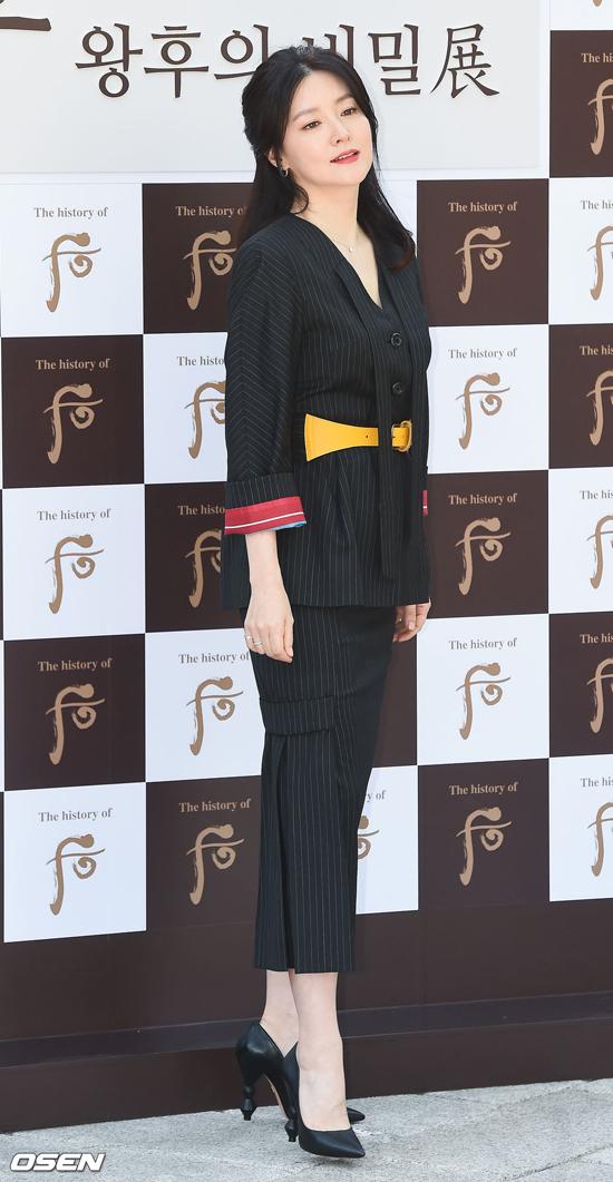 Sắc vóc gái hai con của ngôi sao Hàn. Lee Young Ae