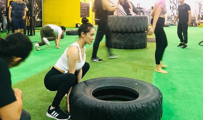 Nhã Phương kết hợp giữa tập cardio và HIIT để đẩy nhanh quá trình đốt mỡ, tăng cơ. Ảnh: 420 Fitness Playground.