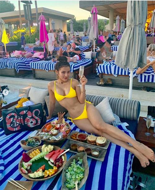 Phương Trinh Jolie diện bikini khoe body nóng bỏng khi du lịch ở Bali (Indonesia).