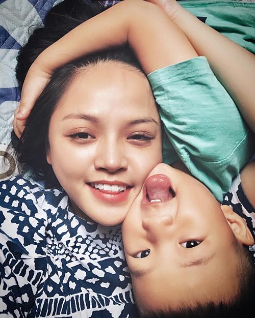 Hạnh phúc giản đơn của diễn viên Thu Quỳnh bên con trai.