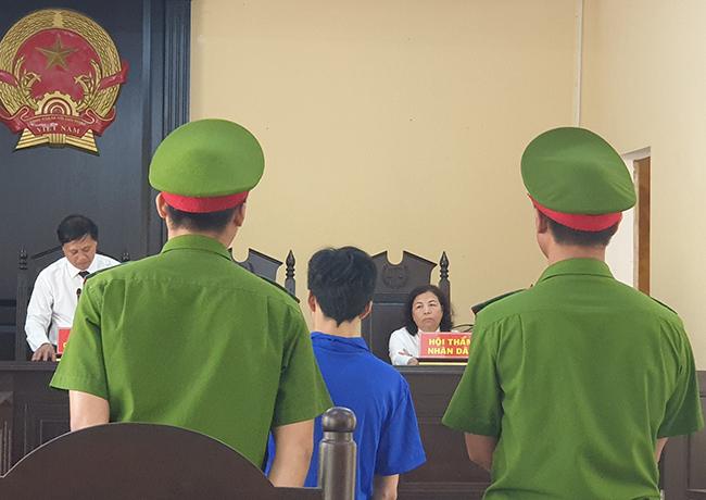 Phiên tòa xử bị cáo Tình. Ảnh: Sơn Thủy