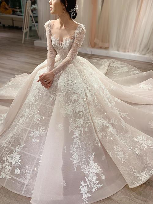 Tác phẩm đầu tiên trong dòng váy cưới Haute Couture được NTK Phương Linh bật mí.