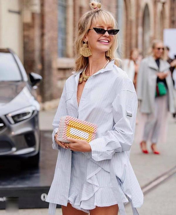 Khi nhắc đến xu hướng thời trang kết cườm, không thể bỏ qua cơn sốt túi hạt ở mùa hè 2018. Đầu mùa hè 2019, dòng sản phẩm thủ công tiếp tục giành được cảm tình của phái đẹp thế giới.