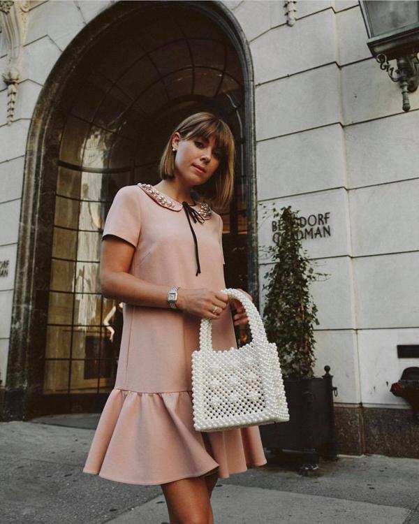Túi kết cườm kiểu dáng thanh lịch và mang lại nét duyên dáng được nhiều fashionista nổi tiếng yêu thích.