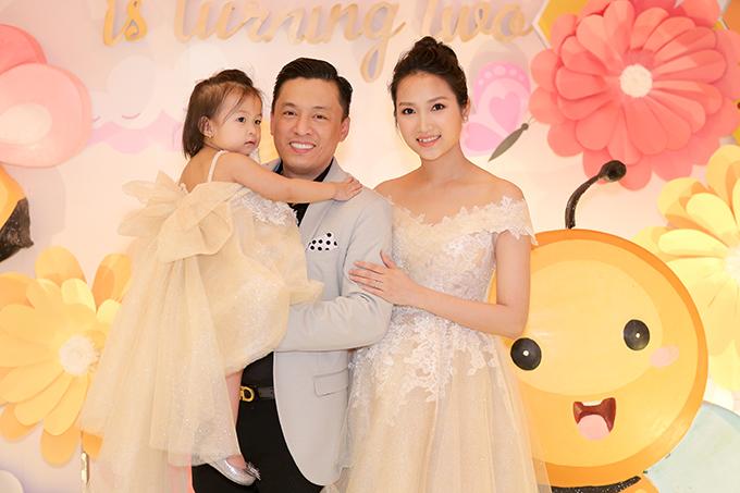 Vợ chồng Lam Trường trong tiệc sinh nhật của con gái Yên Lam.