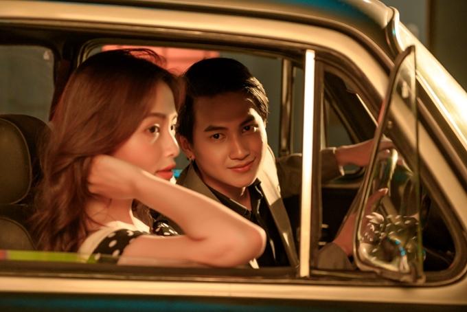 Nội dung MV được đạo diễn xây dựng bám sát vào ca từ, lột tả những ký ức đẹp của nhân vật nam cùng bạn gái ngày tháng còn yêu nhau