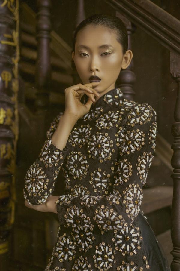 Nhà tạo mốt 8X  thổ lộ, áo dài là thứ đã thay đổi cuộc đời anh theo hướng tích cực nhất. Niềm đam mê với tà áo truyền thống giúp anh tìm được năng lượng sống và định hình tương lai một cách rõ ràng.