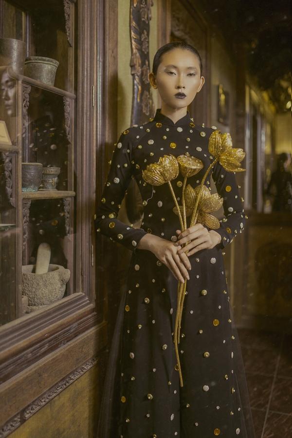 Sau 10 năm hoạt động trong lĩnh vực thời trang, Minh Châu may mắn thay đổi hoàn toàn số phận. Cậu bé bán hàng rong ngày nào giờ trở thành ông chủ, có cửa hàng riêng và cuộc sống ấm êm tại TP HCM. Anh nói mình mang ơn thời trang và xem nó như hơi thở sống còn mỗi ngày.