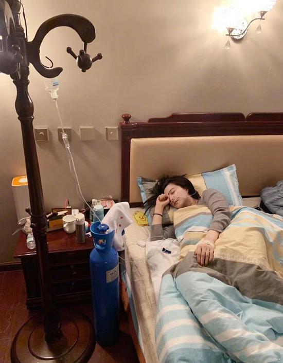 Trợ lý của Băng Băng cho biết cô bị sốt, phải truyền dịch. Việc Băng Băng đi làm từ thiện ở Tây Tạng nhận được nhiều bình luận trái chiều, có người cho rằng cô định tẩy trắng nên mới nỗ lực đi thiện nguyện, đồng thời yêu cầu cô không nên tái xuất làng giải trí sau những sai phạm nghiêm trọng. Số khác cho rằng Băng Băng đã biết sai, đang tích cực sửa, nên ủng hộ và khuyến khích cô.