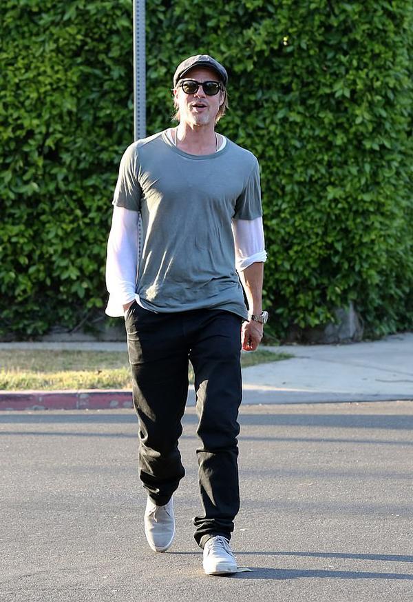 Brad Pitt trên phố hôm 7/5.