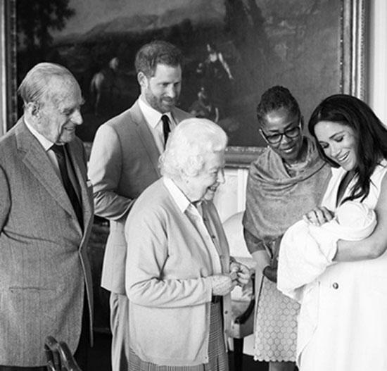 Bé Archie trong vòng tay mẹ Meghan khi yết kiến vợ chồng Nữ hoàng Elizabeth II chiều 8/5. Ảnh: Instagram.