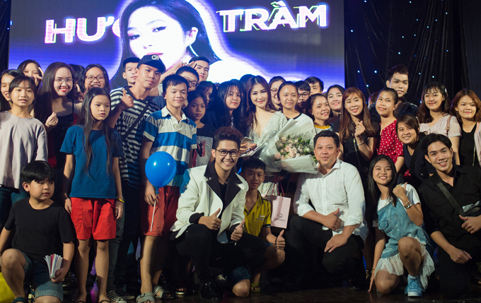 Nữ ca sĩ tạm biệt khán giả Sài Gòn trước khi lên đường sang Mỹ du học và chữa bệnh tâm lý.
