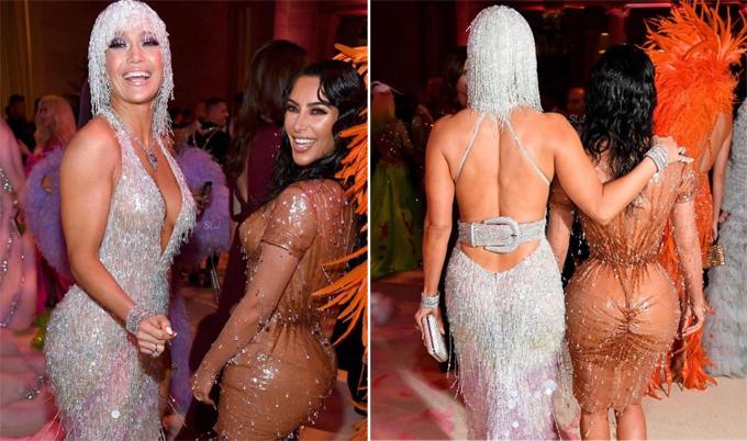 Hai cô bạn nóng bỏng khoác vai nhau vào dự tiệc.
