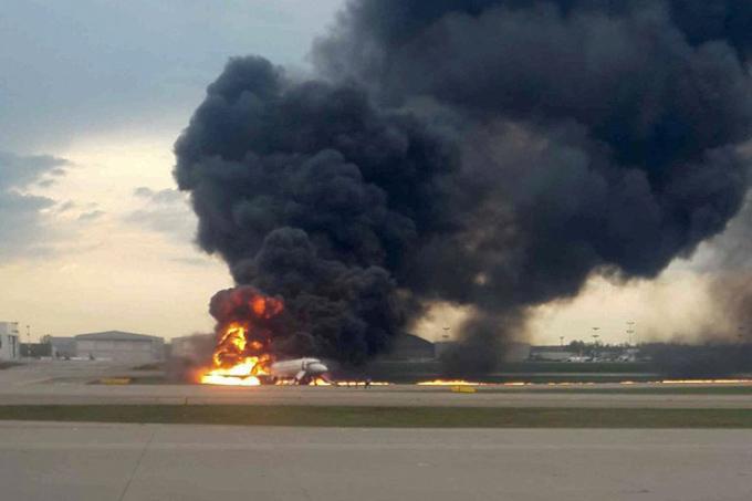 Chiếc Boeing 737 bốc cháy dữ dội khi hạ cánh ở sân baySheremetyevo