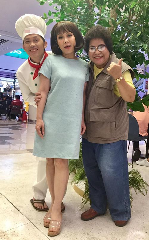 Nghệ sĩ Minh Vượng hội ngộ cùng Việt Hương, Hoài Linh trong một sự kiện.