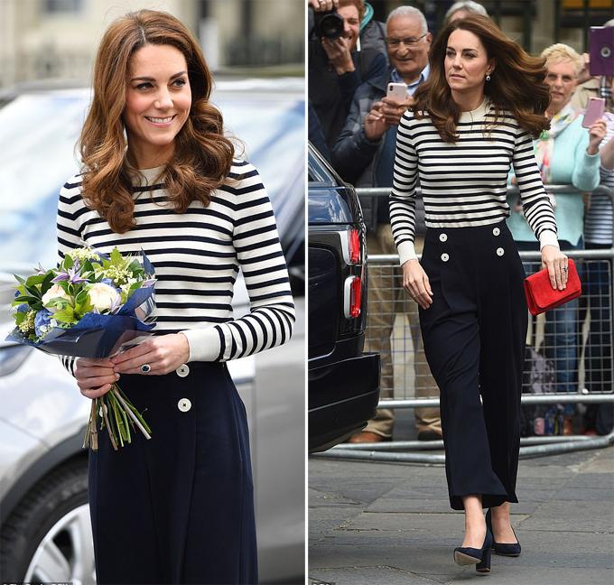 Kate diện trang phục lấy cảm hứng từ thủy thủ khi đến dự lễ khai mạc Regatta King Cup tại Cutty Sark, London hôm 7/5. Ảnh: Rex.