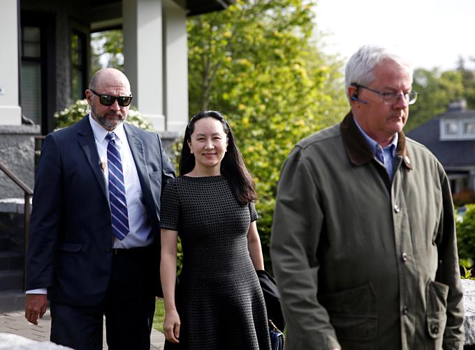 Bà Mạnhtươi tỉnh trước khi hầu tòa. Ảnh:Reuters.